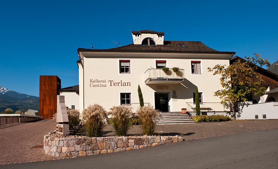 Kontorbygningen til Terlan i Alto Adige. foto ©️ Cantina Terlan